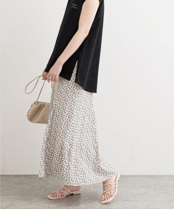 natural couture(ナチュラルクチュール) おしゃれモノトーンフラワースカート