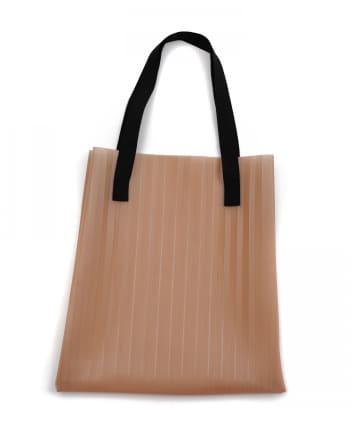 3COINS(スリーコインズ) 【コーデのアクセントやサブバッグに】プリーツビニールバッグ