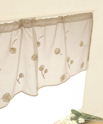 3COINS(スリーコインズ) 刺繍カフェカーテン:コットンフラワー柄