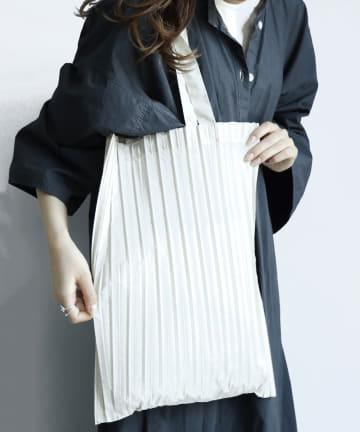 3COINS(スリーコインズ) 【服装にあわせて選べるデザイン】プリーツエコバッグ