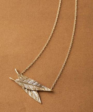 ear PAPILLONNER(イア パピヨネ) 木の葉ショートネックレス