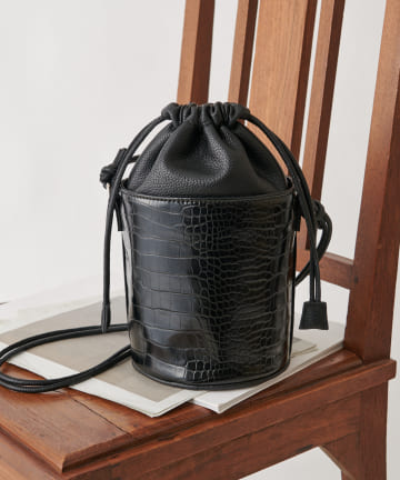 COLONY 2139(コロニー トゥーワンスリーナイン) リサイクルレザータッチ バケツショルダーバッグ