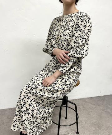 SHENERY(シーナリー) バックVパフスリーブプリントロングドレス