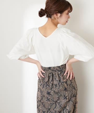natural couture(ナチュラルクチュール) 前後2WAY異素材バルーンスリーブプルオーバー