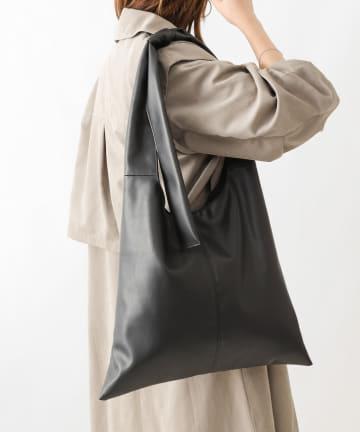 COLONY 2139(コロニー トゥーワンスリーナイン) リボン付きホーボーバッグ/トライアングルトートバッグ