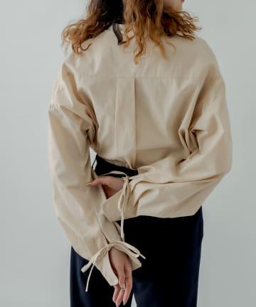 mystic(ミスティック) バンドカラー袖タックデザインシャツ