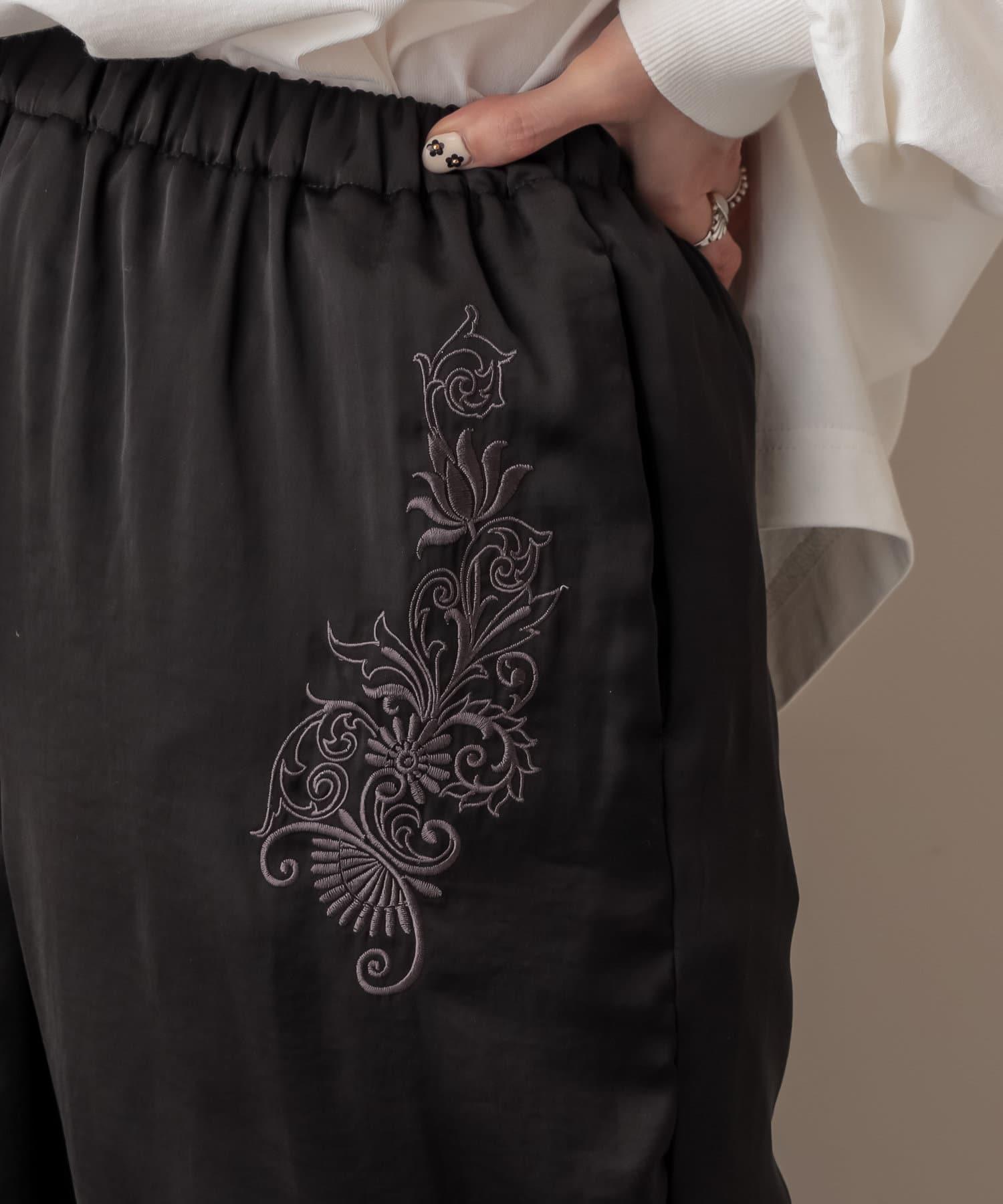 NICE CLAUP OUTLET(ナイスクラップ アウトレット) 刺繍サテンパンツ