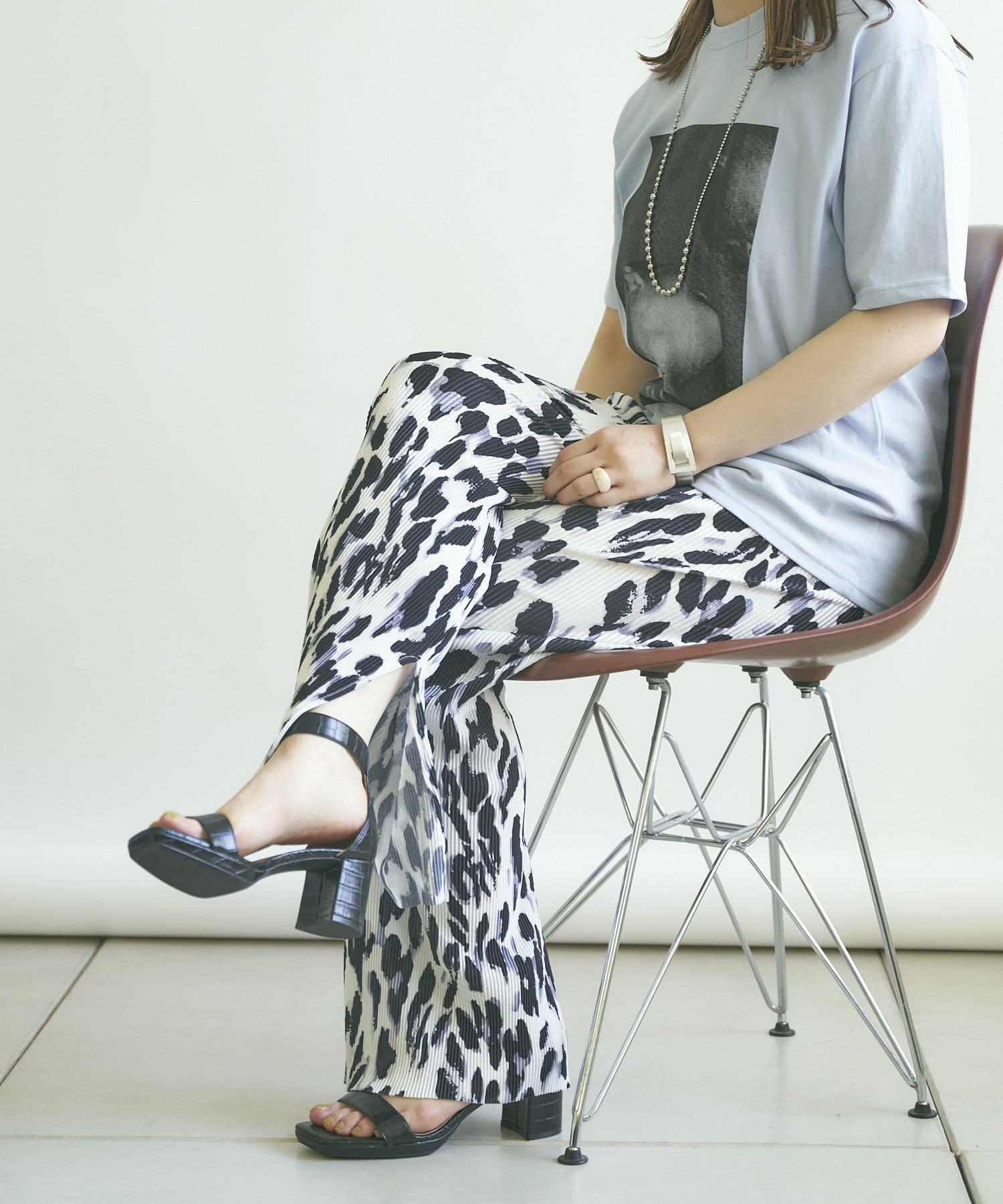 mona Belinda(モナ ベリンダ) 《WEB限定》モノトーンレオパードプリーツパンツ