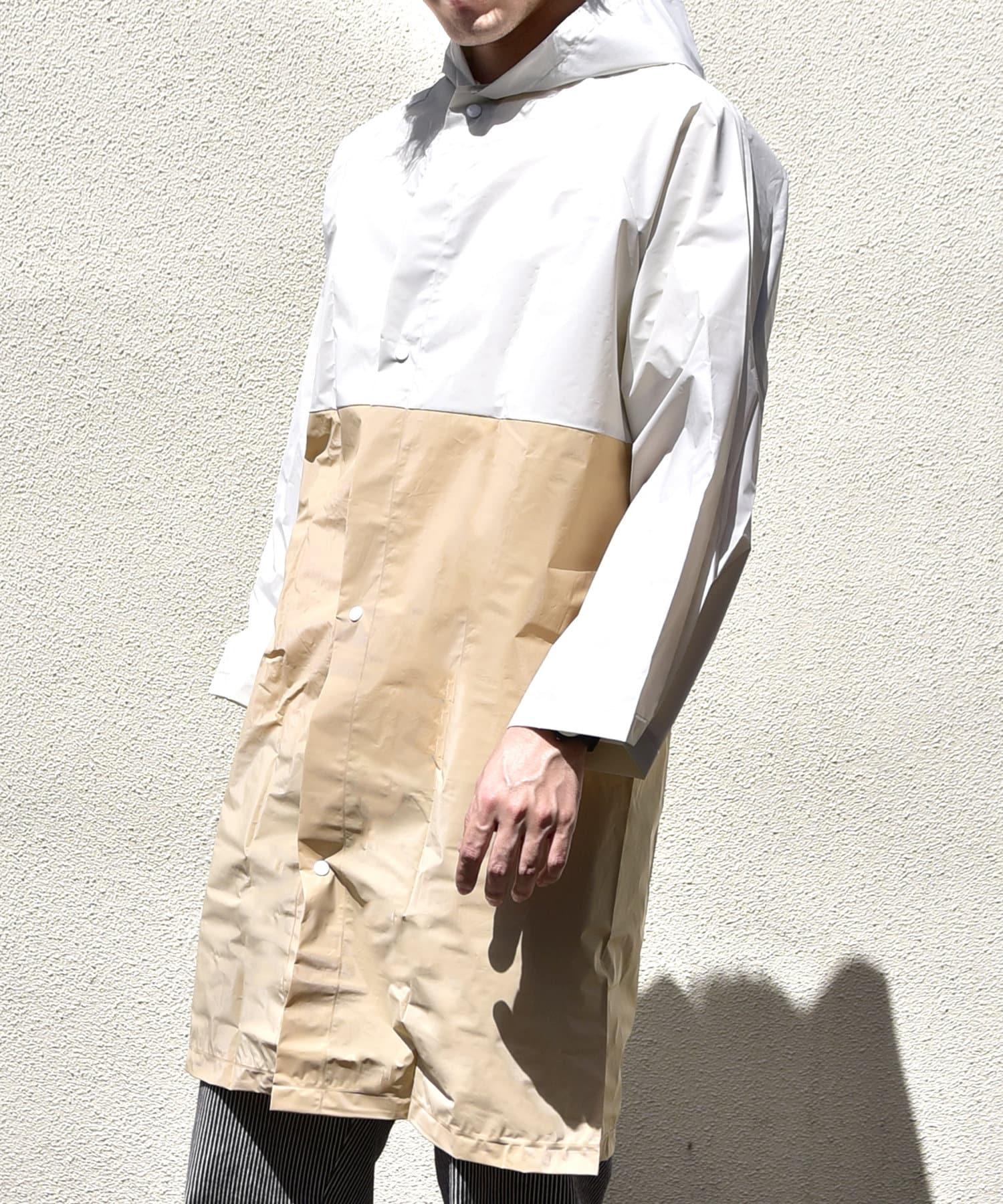 3COINS(スリーコインズ) メンズ 【Enjoy Rainy Days】巾着付き切り替えレインコート ベージュ