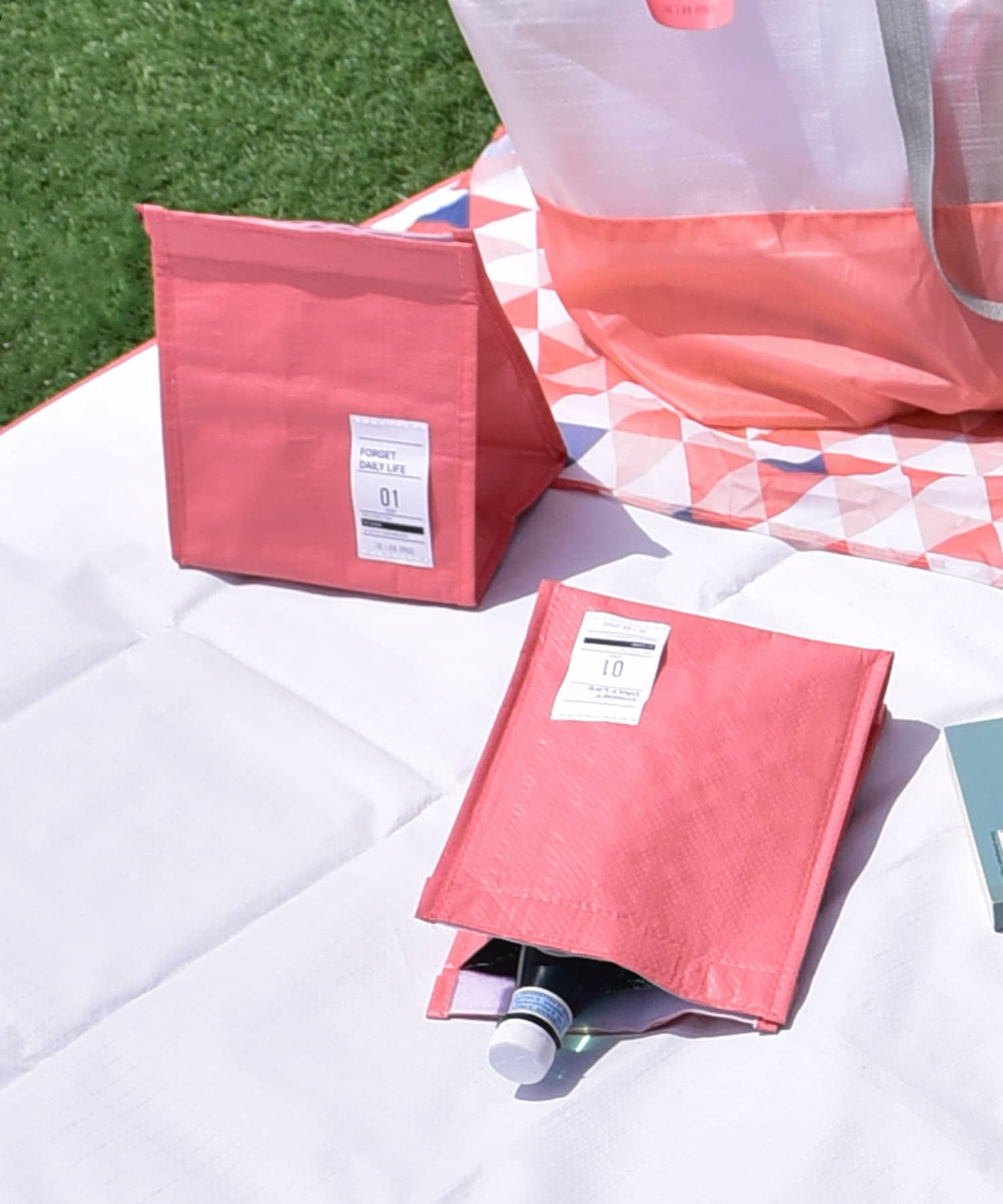 3COINS(スリーコインズ) ライフスタイル 【GIRLY PICNIC】保冷ポーチ2個SET ピンク