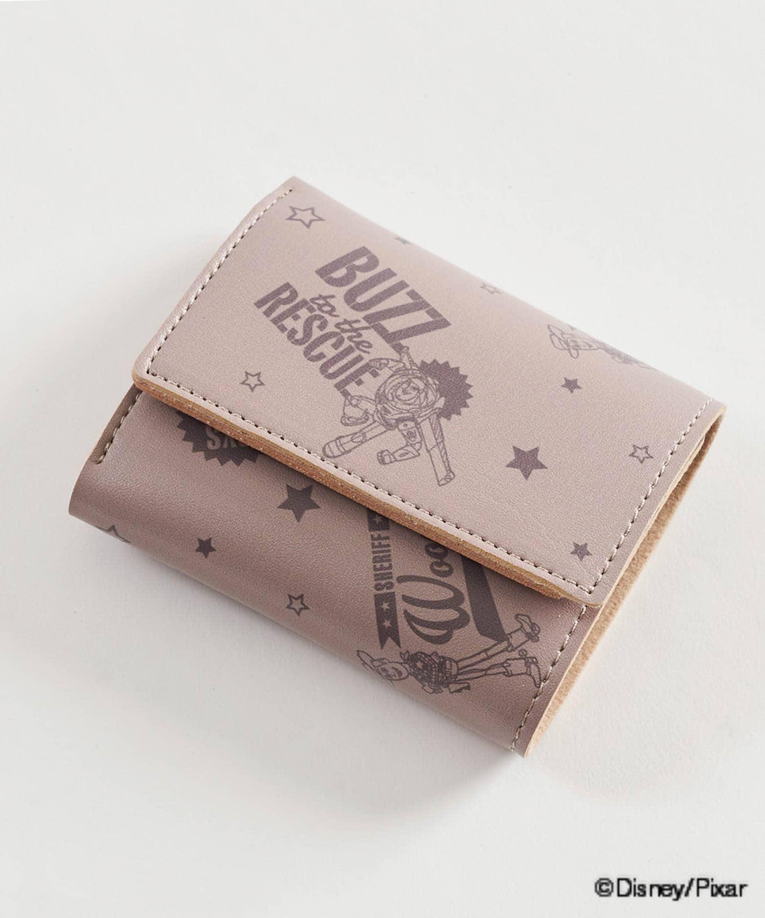 3COINS(スリーコインズ) ライフスタイル 【PIXAR PART1】コンパクト三つ折り財布 ブラウン