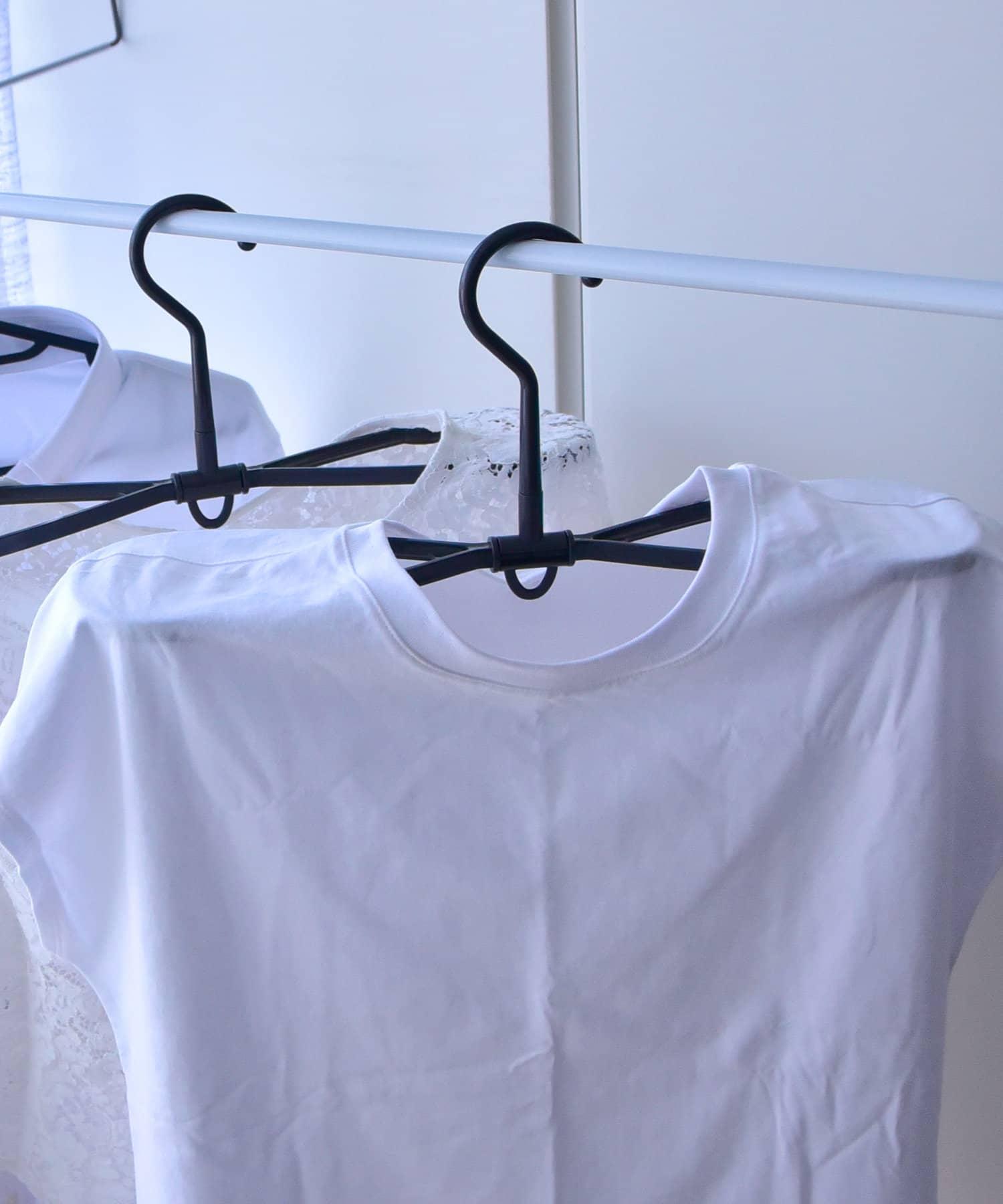 3COINS(スリーコインズ) 【梅雨でも快適】衣類が乾きやすいハンガー3本SET
