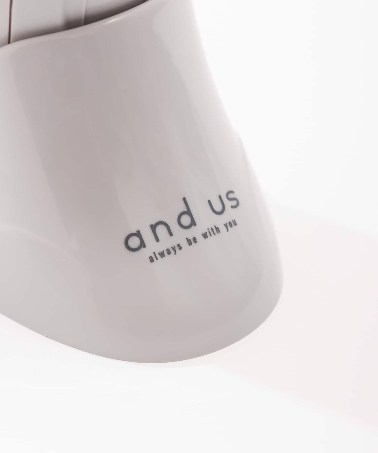3COINS(スリーコインズ) 【and us】フェイスクレンジングブラシ