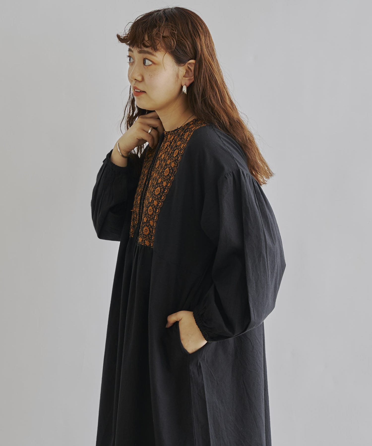 CPCM(シーピーシーエム) ヨーク刺繍タッセル付マキシワンピース