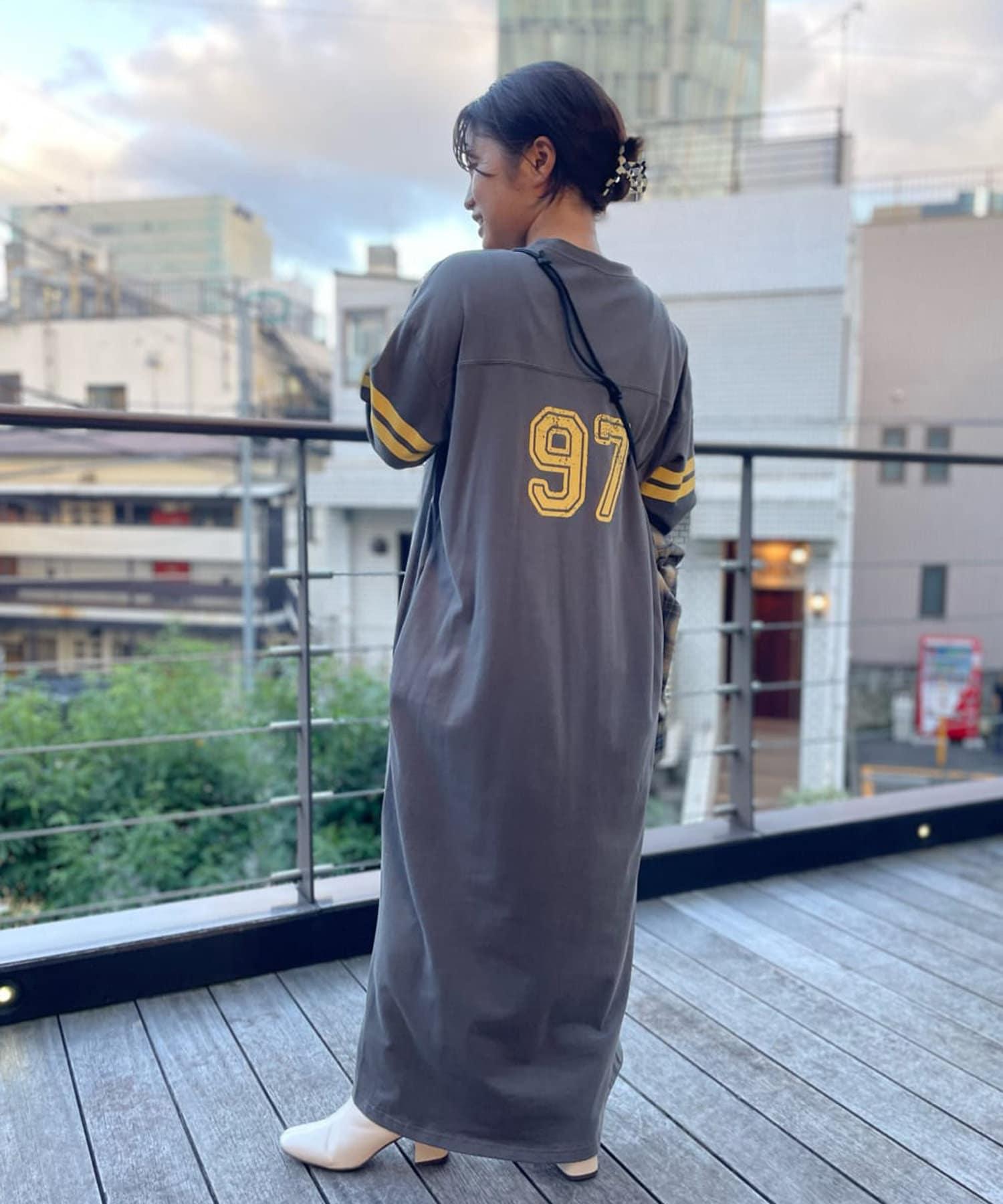 un dix cors(アンディコール) 【大人のナンバリングデザイン】フットボールTシャツワンピース