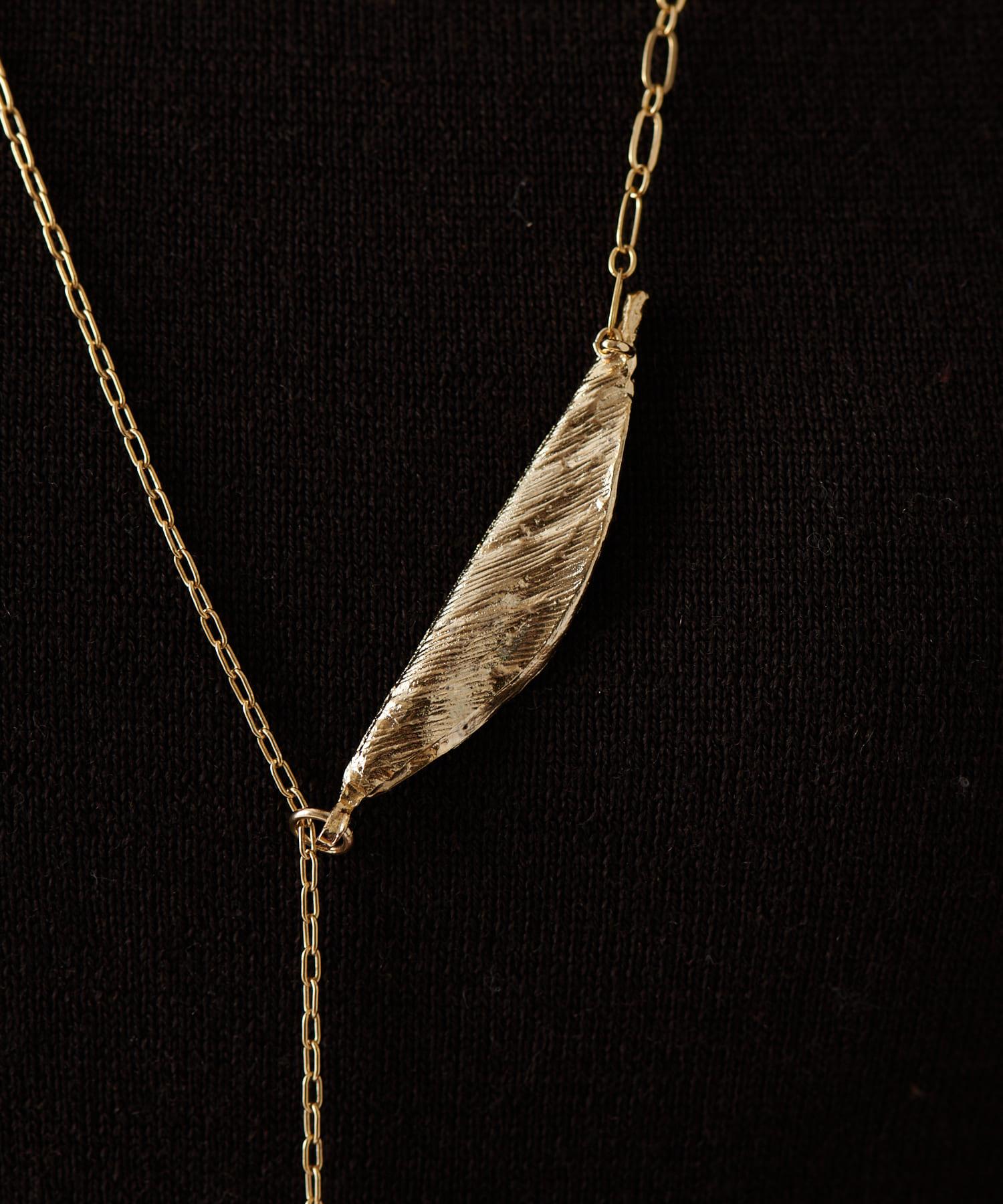 ear PAPILLONNER(イア パピヨネ) 木の葉ロングネックレス