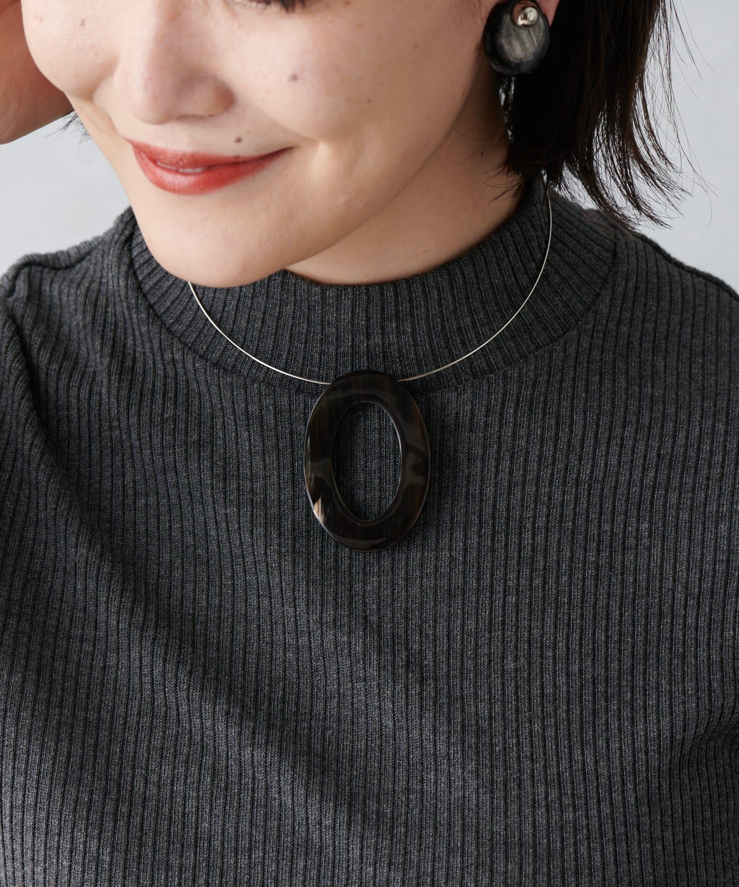 ear PAPILLONNER(イア パピヨネ) 水牛角オーバルチョーカーネックレス
