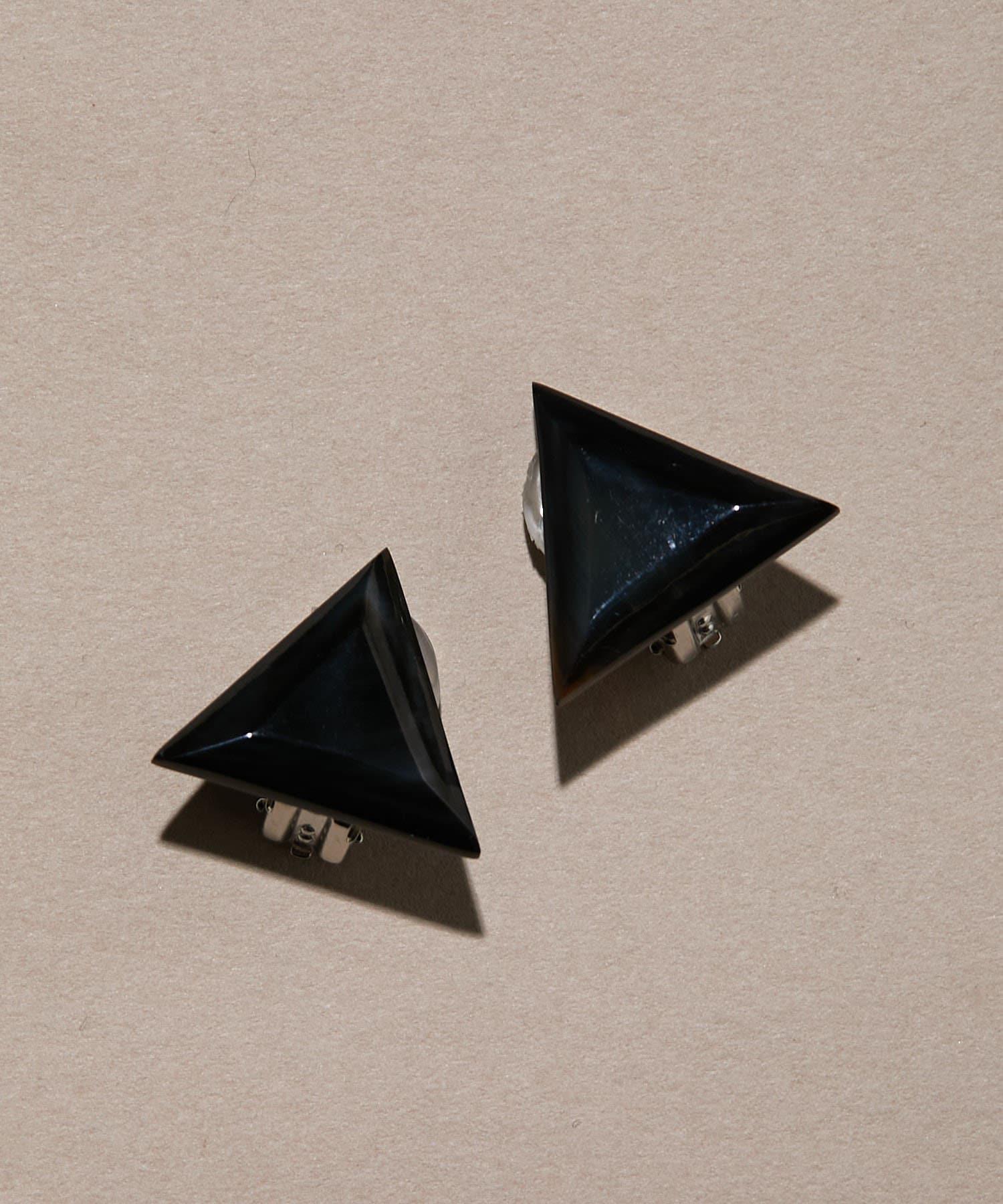 ear PAPILLONNER(イア パピヨネ) 水牛角三角イヤリング
