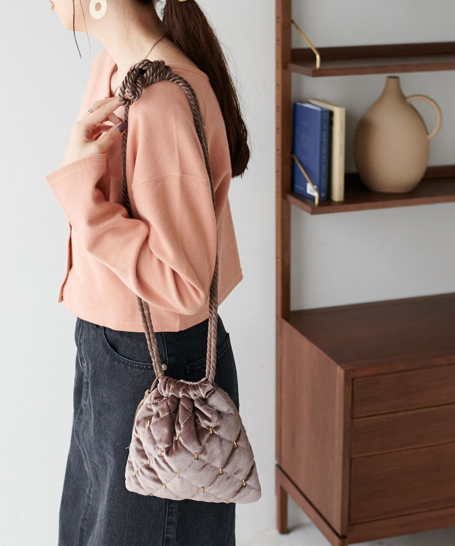 Discoat(ディスコート) ベロアキルト巾着ショルダーバッグ