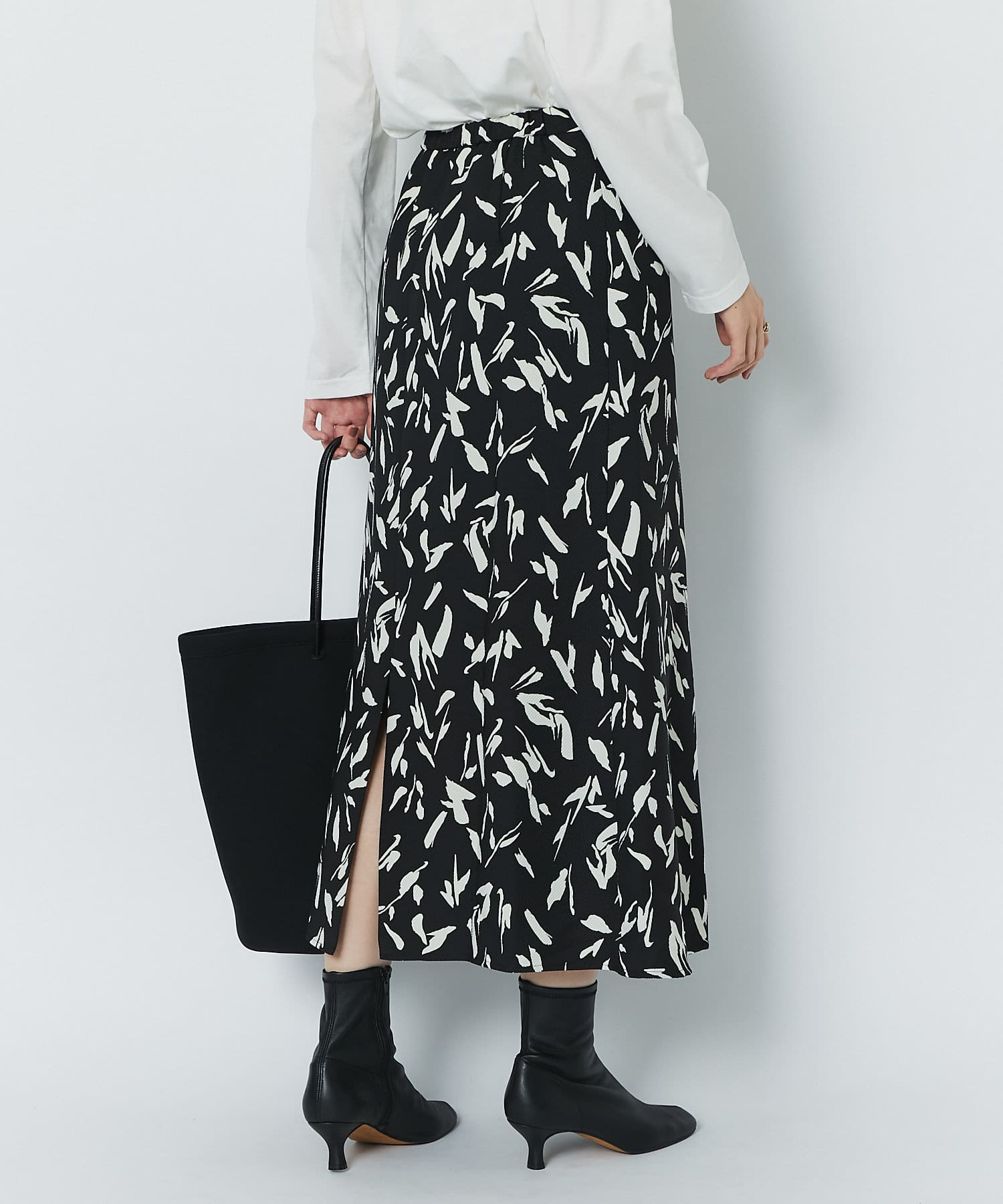 OUTLET premium(アウトレット プレミアム) 【女性らしさを引き出すシルエット】アートプリントフレアスカート